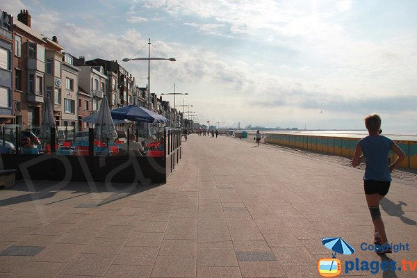 Terrasses en front de mer de Dunkerque