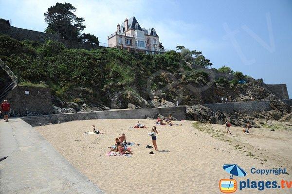 Environnement de la plage de la Malouine à Dinard