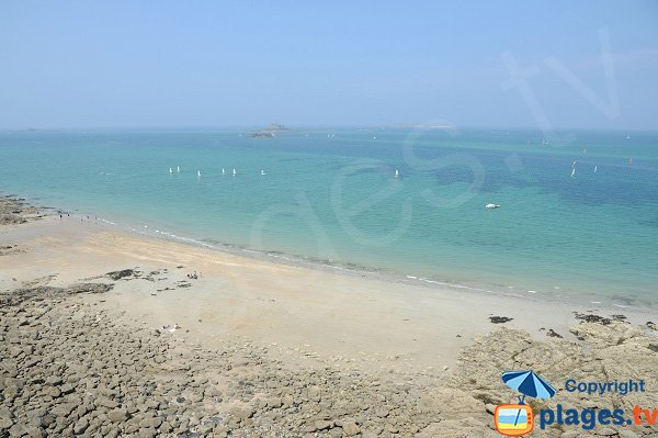 Photo de la plage de la pointe de Malouine à Dinard