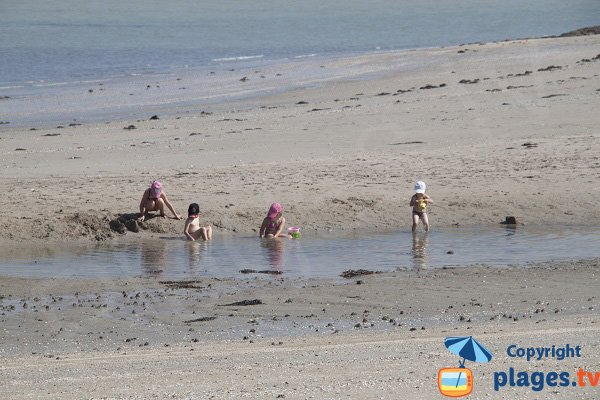 Marée basse sur la plage de la Manchette à St Jacut de la Mer