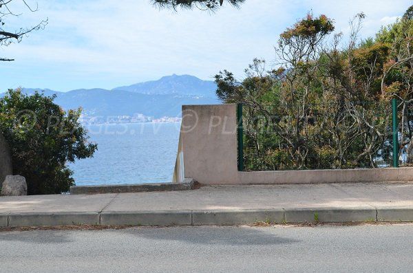 Access to the Maquis beach in Porticcio from D55 road