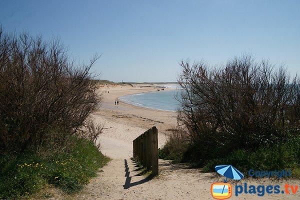 Accès à la plage du Marais de Girard
