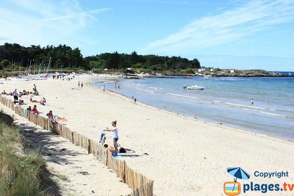 Beach with a sailing club on the island of Yeu - Le Marais Salé
