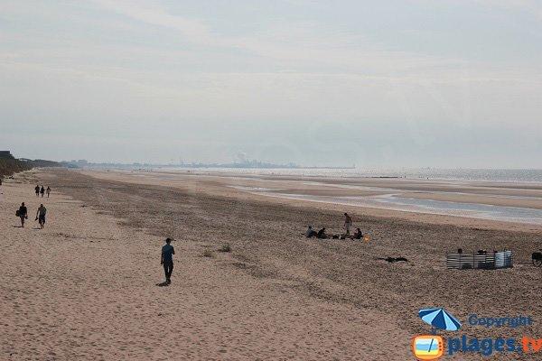 Plage du Marchand de Bray Dunes avec vue sur Dunkerque