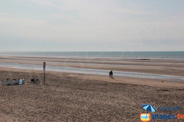Plage à proximité des dunes du Marchand entre Zuydcoote et Bray-Dunes