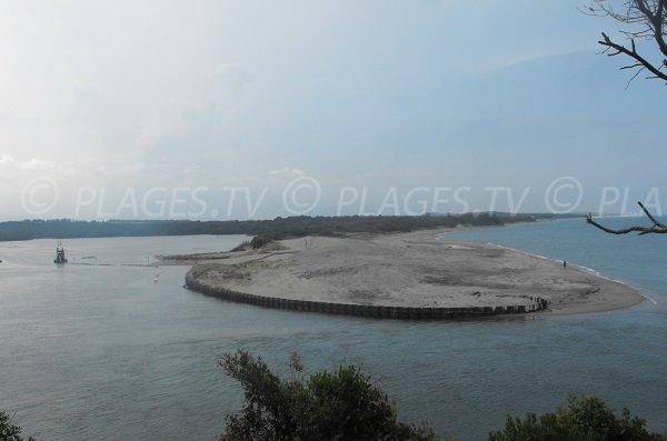 Etang de Diane avec vue sur la plage de Tallone depuis Mare e Stagnu