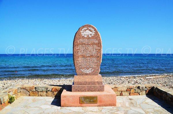 Stèle sur la plage de la marine de Solaro