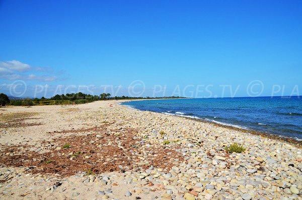Spiaggia di ciottoli della marina di Solaro