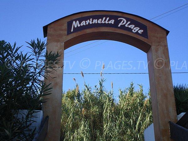 La célèbre plage de Marinella à Ajaccio, la plage de Tino Rossi