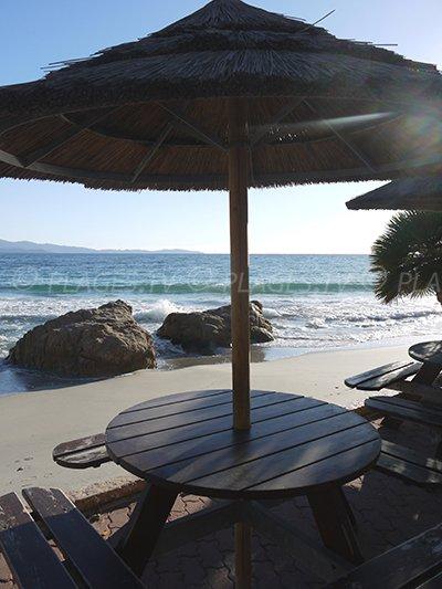 Plage privée sur la route des Iles Sanguinaires: plage de Marinella