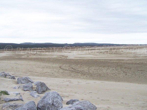 Plage de sable publique à Gruissan