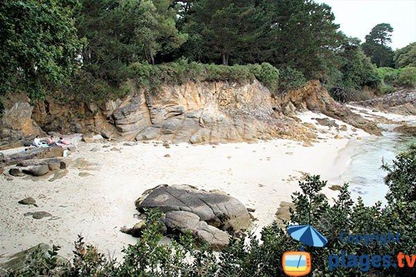 Crique avec du sable blanc à Fouesnant - Mec'hed Yaouank