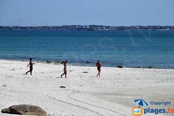 Plage de sable sur la côte des Légendes en Bretagne