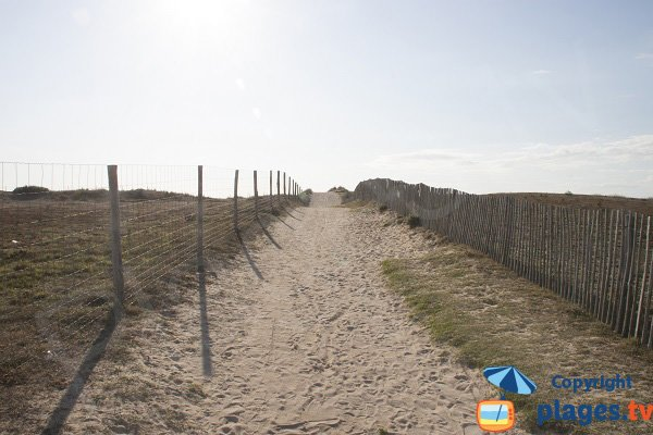 Access path to Mentor beach - Plouharnel