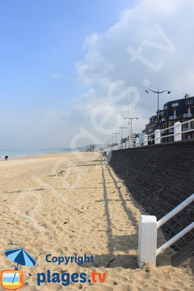 Photo of the beach near the Casino of Villers sur Mer