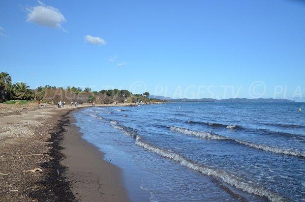 Sand beach of Mérou beach near Ayguade beach
