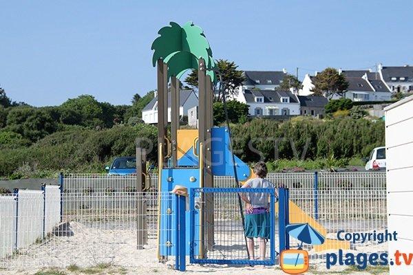 Aire de jeux pour les enfants - plage de Mesperleuc à Plouhinec