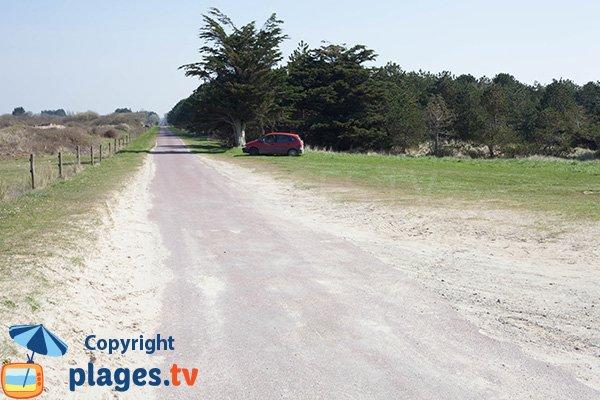 Parking de la plage de la Mielle de la Hougue Blanche à Glatigny - 50
