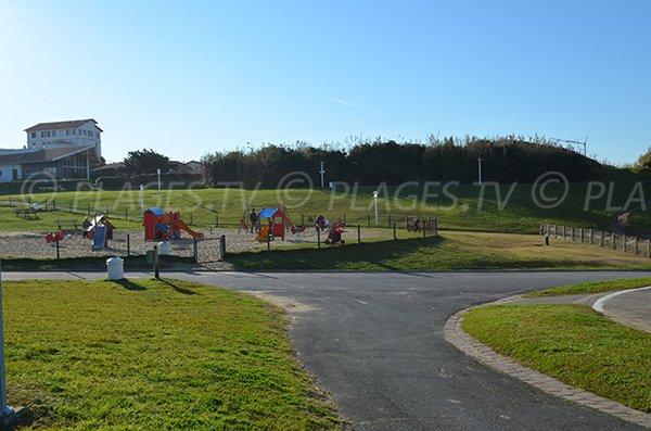 Jeux pour enfants sur la plage Milady de Biarritz