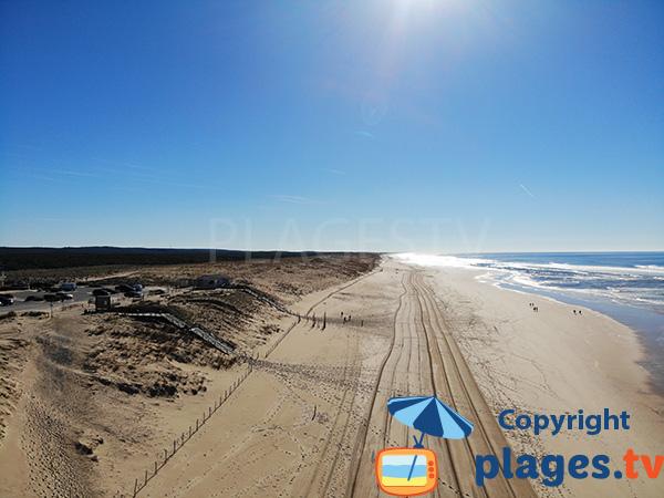 Grande plage de sable à Mimizan - Sud