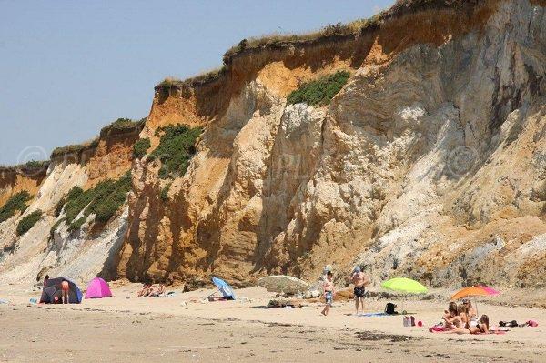Cliffs of Mine d'Or beach in Brittany - Pénestin
