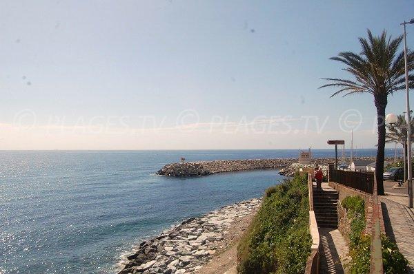 Accès à la plage de Toga à côté de Bastia