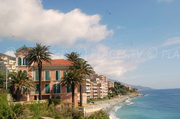 Plage en dessous de la Villa Ker Maria à Ville di Pietrabugno en Corse