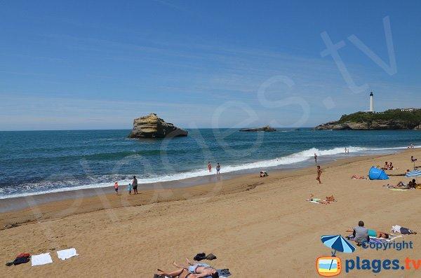 Rocher sur la plage de Miramar à Biarritz