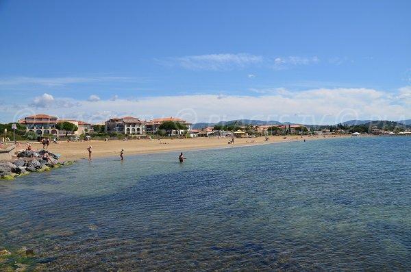 Vue générale de la plage de Miramar à La Londe les Maures
