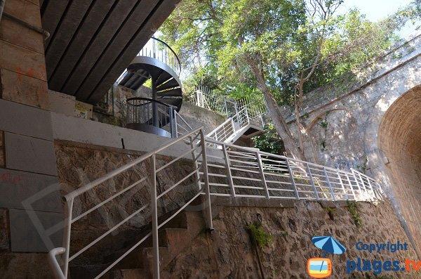 Escaliers de la plage royale de Vallauris