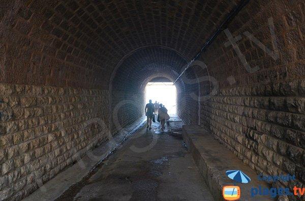 Tunnel de la plage de la Mirandole à Golfe Juan
