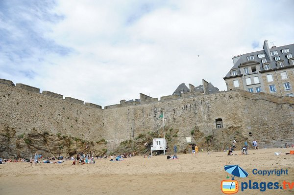 First aid station on the Mole beach - St-Malo