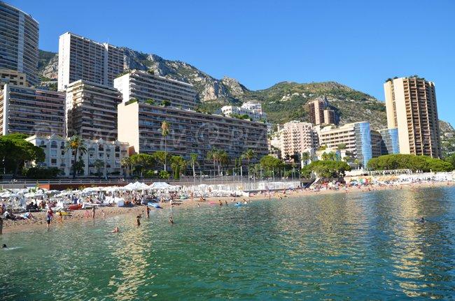 Plage dans la principauté de Monaco à proximité de Roquebrune