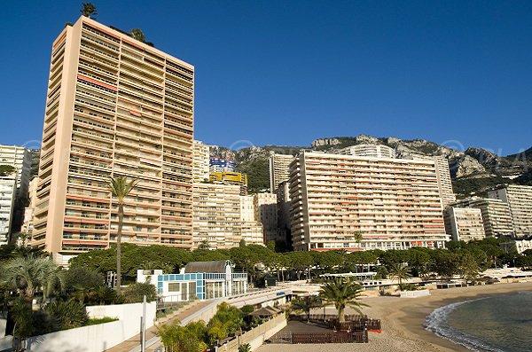 Plage de Monaco vue depuis la promenade du bord de mer