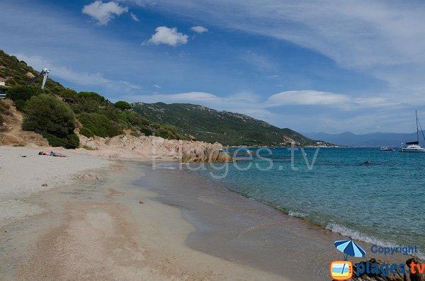 Crique de sable fin à Ajaccio - Moorea