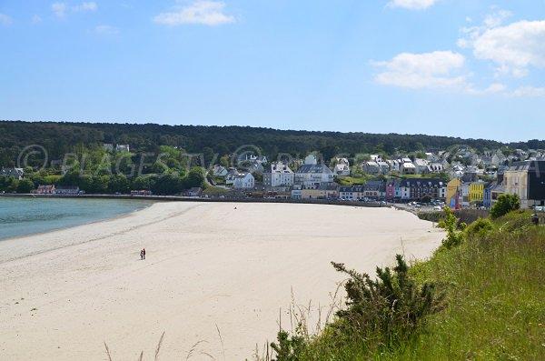 Photo de la plage dans le centre de Morgat à Crozon