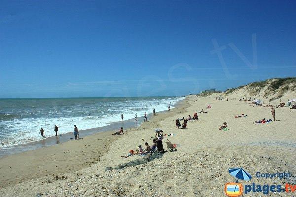 Plage des Mouettes avec les dunes - St Hilaire de Riez