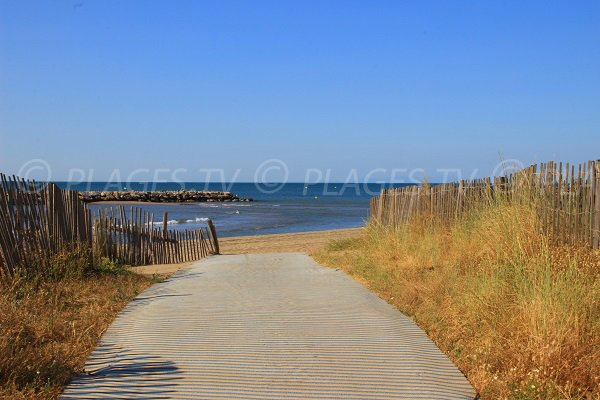 Access to the West beach in Valras