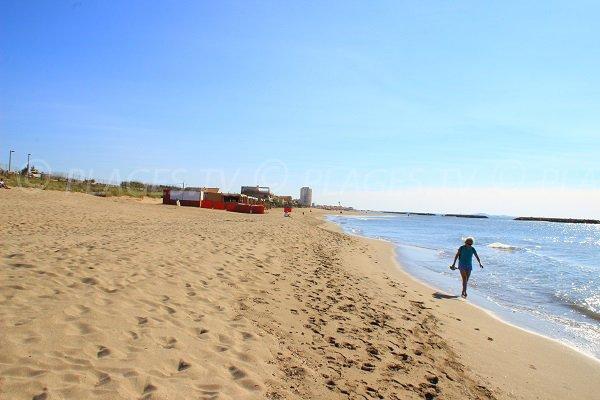 Spiaggia ovest di Valras che domina il centro della città