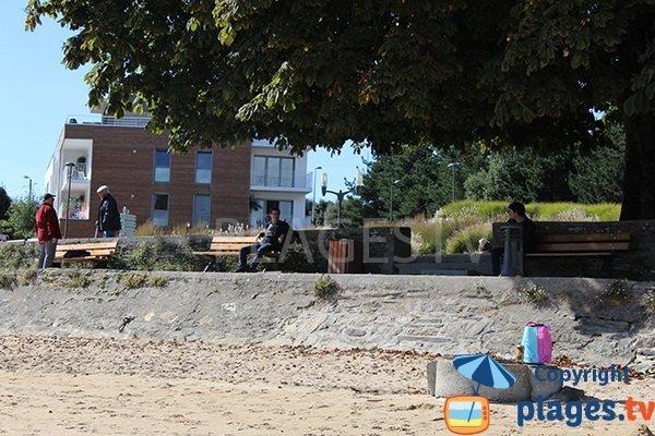 Bancs au bord de la plage du Moulin Blanc - Brest