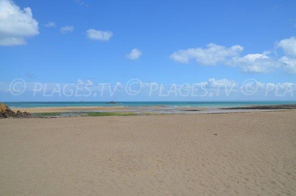 Grande plage de sable à Etables sur Mer