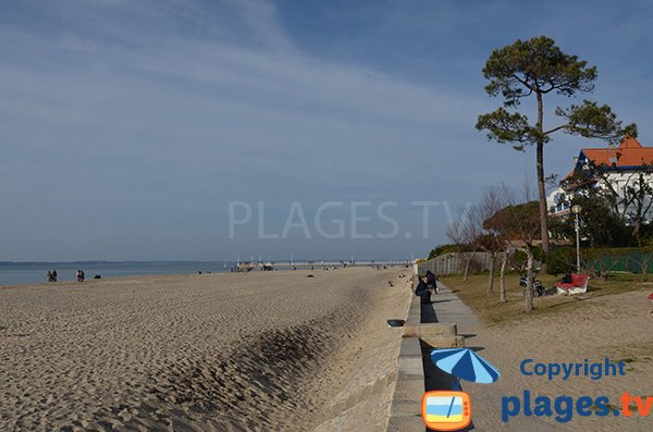 Pier of Mouleau and public sand beach - Arcachon