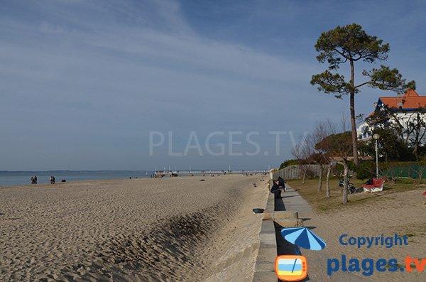 Pier of Mouleau and public sand beach - Arcachon