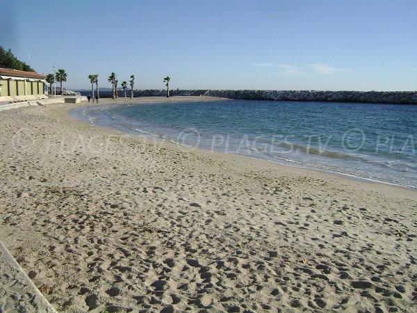 Anse des Pins sur la plage du Mourillon à Toulon
