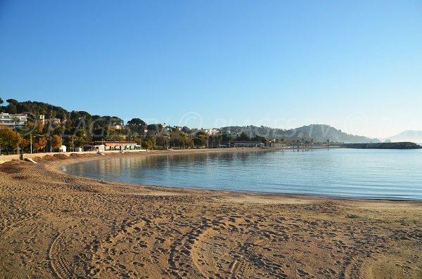 Vue de la plage de la Source (Mourillon) en direction du Pradet