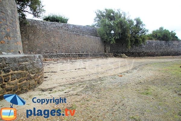 Murailles de la plage de Mousterian - Séné