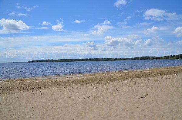 Plage au bord du lac de Lacanau