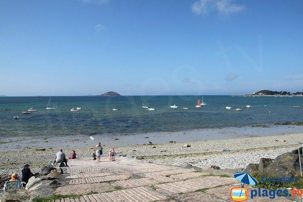 Cale sur la plage de Nantouar à Louannec