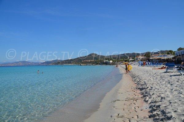 Vue de la plage Napoléon à Ile Rousse en direction du Cap Corse