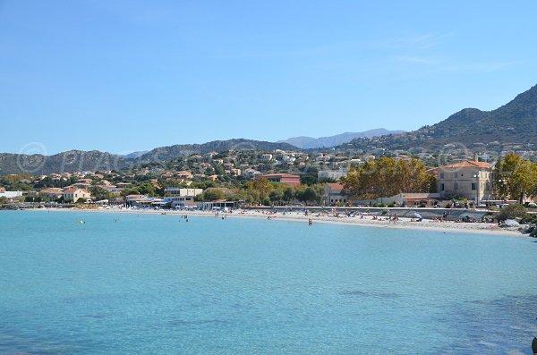 Vue globale de la plage d'Ile Rousse en Balagne - Corse
